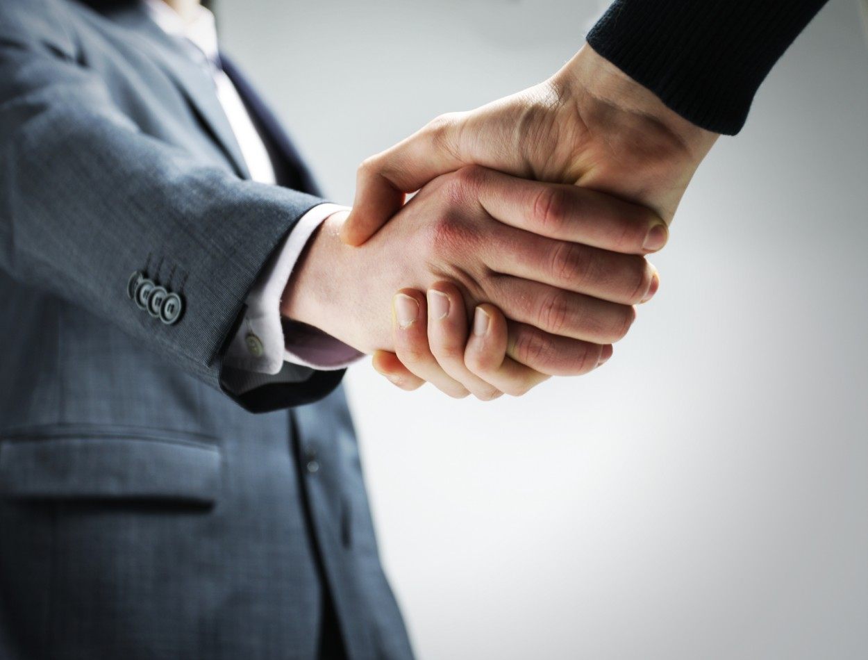 employer-and-employee-shaking-hands-photograph-13