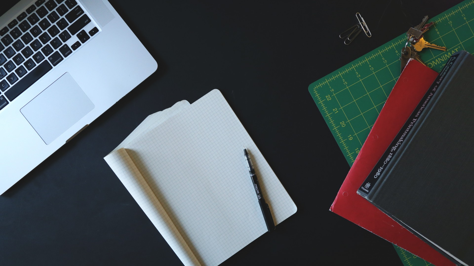 startup-note-pen-files-stationery-objects-laptop-hd-wallpapers-1920x1080